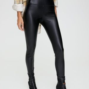 Wilfred Pants - Wilfred free daria pant. Faux leather legging. M